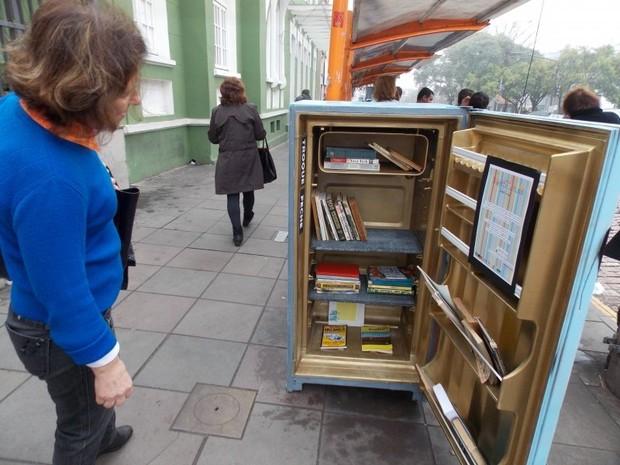 """Saiba mais sobre o projeto """"Geladeira de Livros"""""""