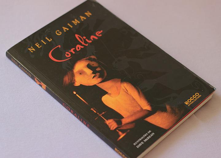livro coraline neil gaiman