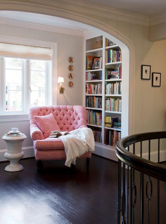 Cantos de leitura aconchegantes e ideais para amantes de livros