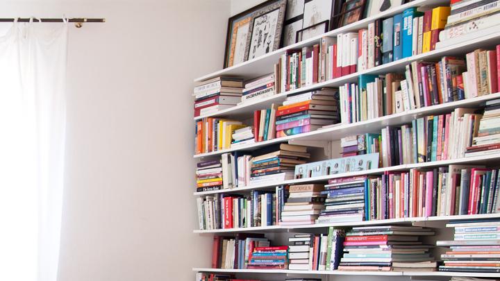 Como usar livros na decoração da sua casa