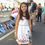 """Menina de nove anos leva livros ao """"Minhocão"""" para serem doados"""