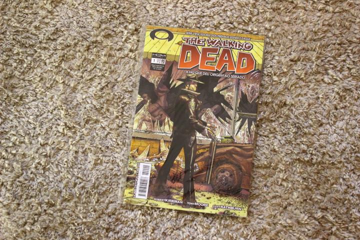 Resenha: The Walking Dead - Edição #1 - Kirkman, Moore e Rathburn