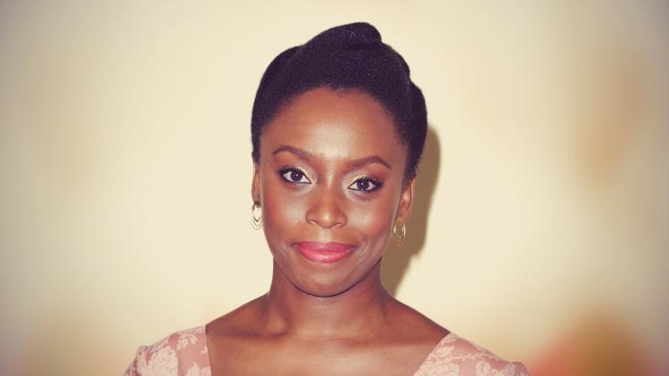 26 frases incríveis de Para educar crianças feministas, de Chimamanda Ngozi Adichie