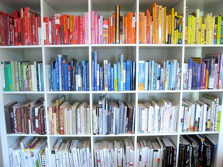 Biblioteca pessoal: dicas fáceis para organizar a sua estante